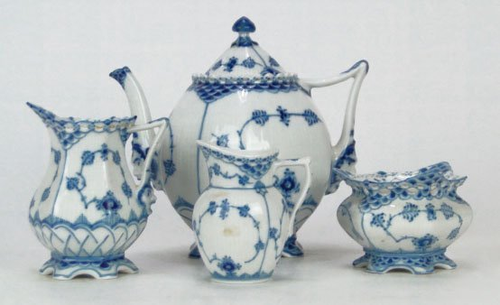 5: FOUR ROYAL COPENHAGEN BLUE ONION TEA SET