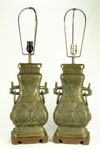 10: PAIR OF ANTIQUE CHINESE BRONZE LAMPS