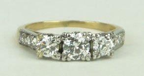 17: 14KT YELLOW GOLD & DIAMOND LADIES RING