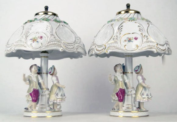 402: SPECTACULAR PAIR OF DRESDEN LAMPS WITH ORIGINAL SH