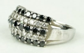 ESTATE BLACK AND WHITE DIAMONDS 14KT WHITE GOLD