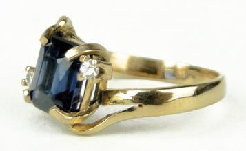 414A: 18KT YELLOW GOLD SAPPHIRE AND DIAMOND RING