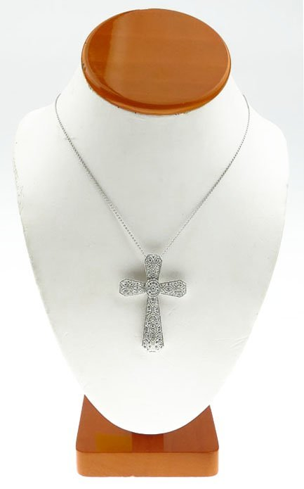 LARGE 18KT WHITE GOLD AND DIAMOND CROSS PENDANT ON CHAI