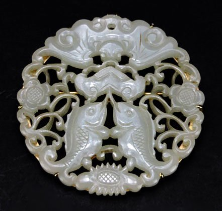EXTRAORDINARY CHINESE WHITE JADE CARVED BROOCH WITH GOL