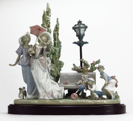 LLADRO A STROLL IN THE PARK NO. 1519