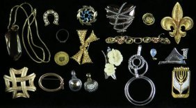 Tray Lot of Costume Jewelry. Shipping $25.00