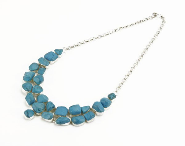 """Ladies Turquoise Necklace. Good Condition. Measures 20"""""""