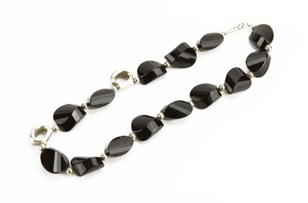 Vintage Onyx and Sterling Necklace. Good Condition. Mea