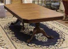 Antique Wooden Pie Crust Dinning Room Table with Claw F