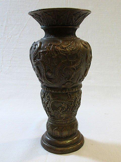 10A: Daqing Qianlong Bronze Dragon Vase