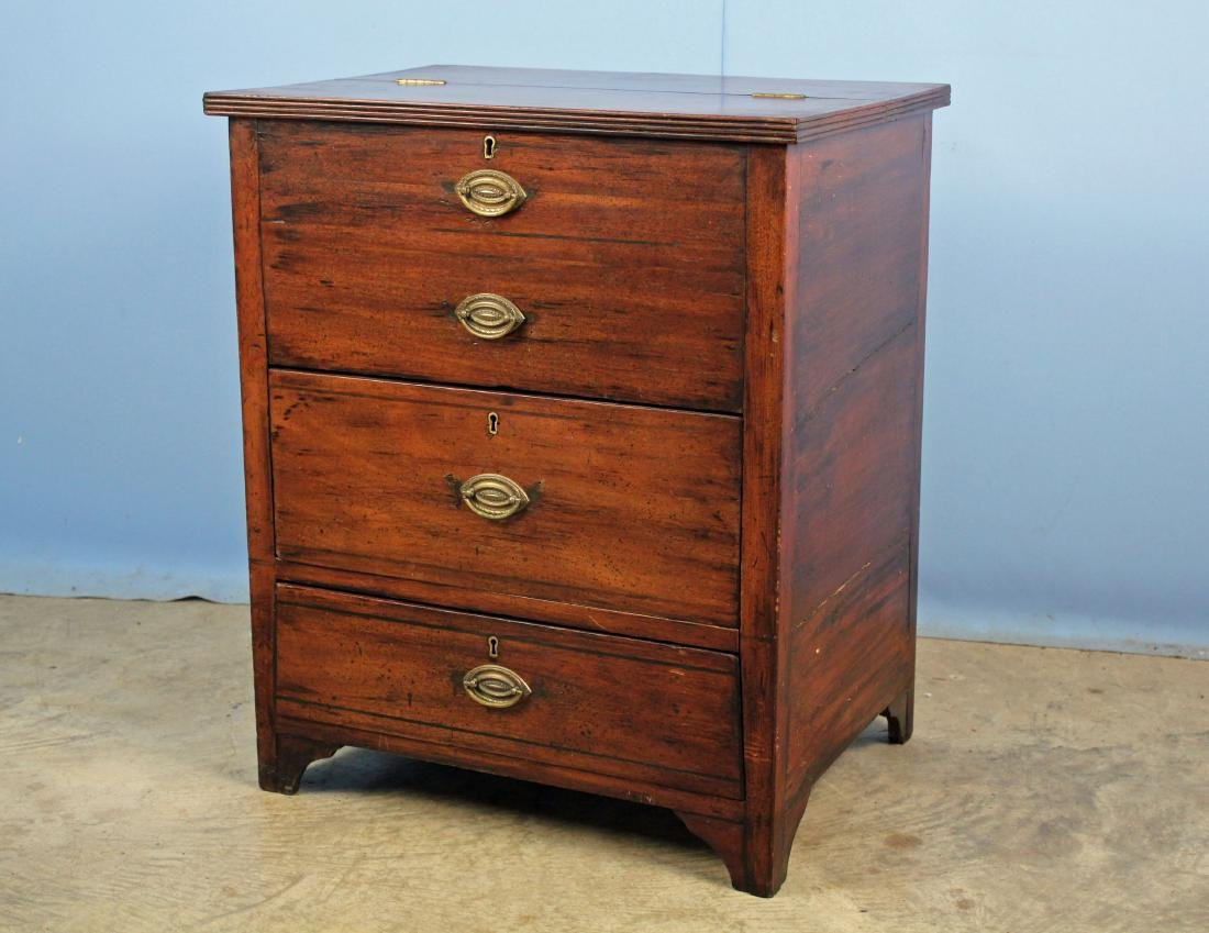 Small Hepplewhite Mahogany Chest with Lift Top