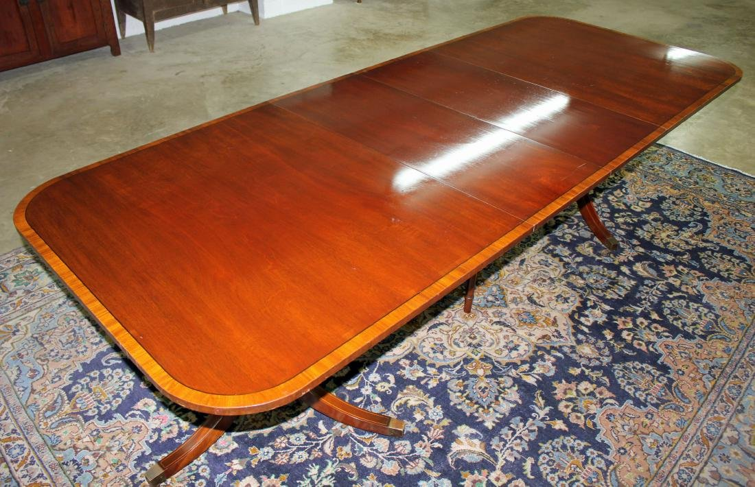 Banded Mahogany Hepplewhite Dining Table - 2