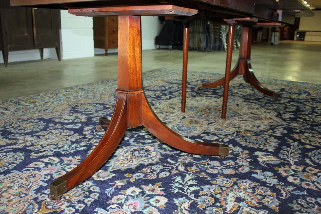 Banded Mahogany Hepplewhite Dining Table - 3