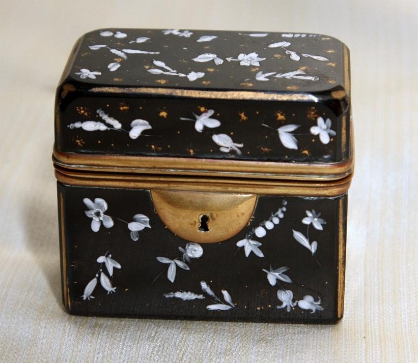 18: Pigeon Blood Gold Decorated Hinged Box