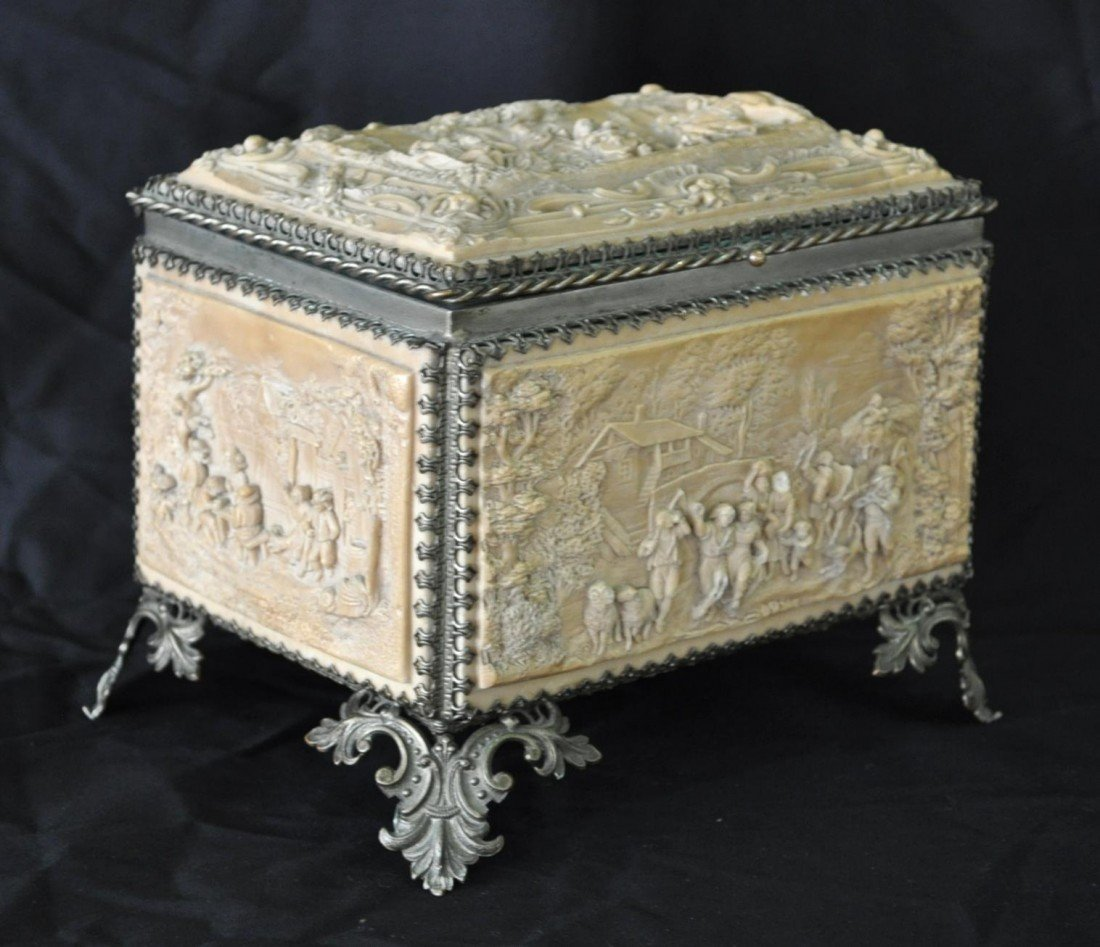 19: Continental Compostition Scenic Jewelry Box