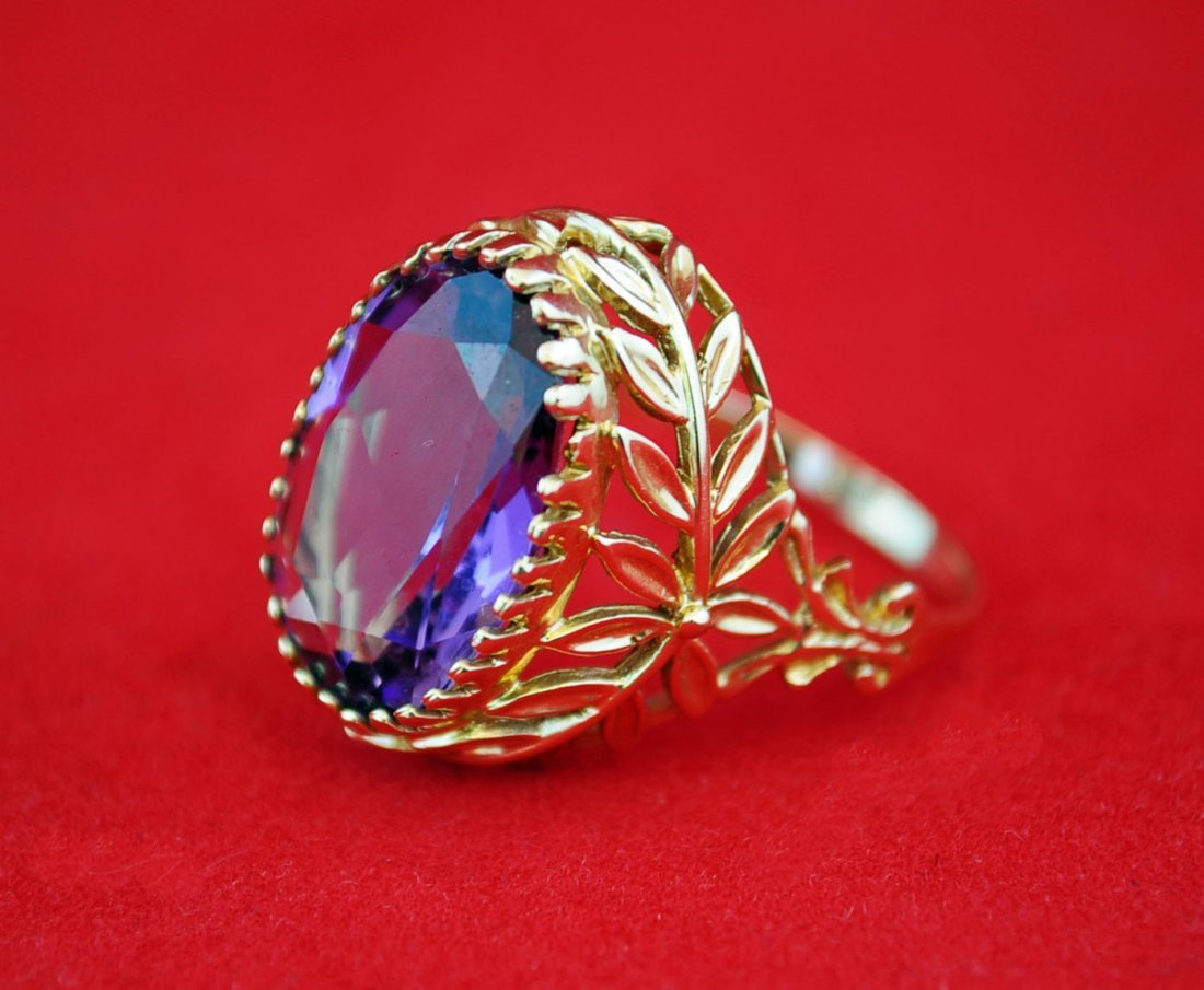 Antique Style 14 kt Gold Ring with 18 ct Amethyst