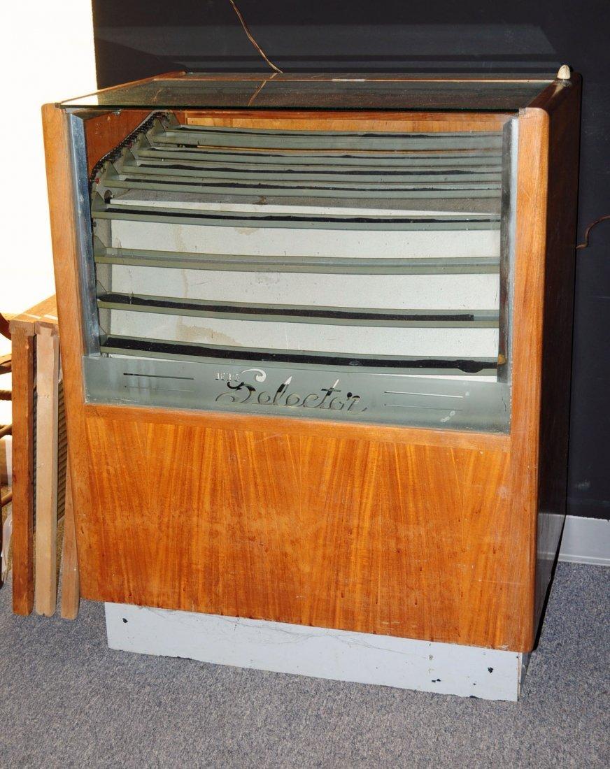 Berg Selector Revolving Electric Display Case