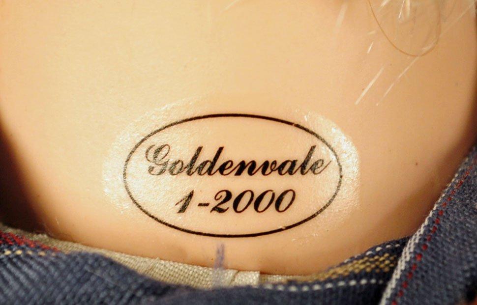 Two Goldenvale Porcelain Grandma & Grandpa Dolls - 4