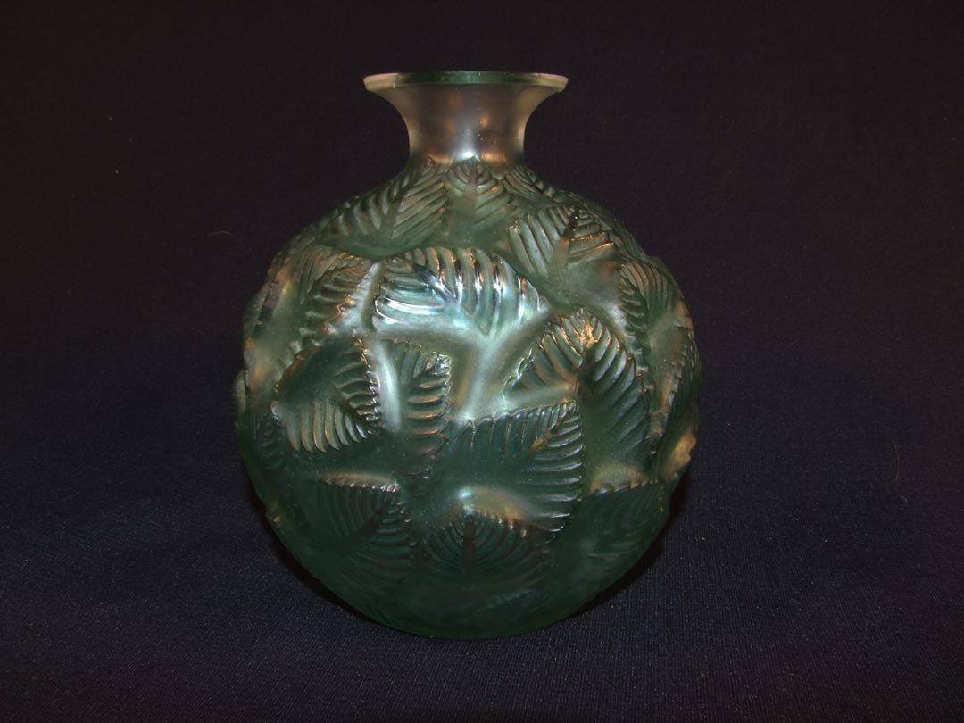13: R. Lalique No. 984 Ormeaux Vase