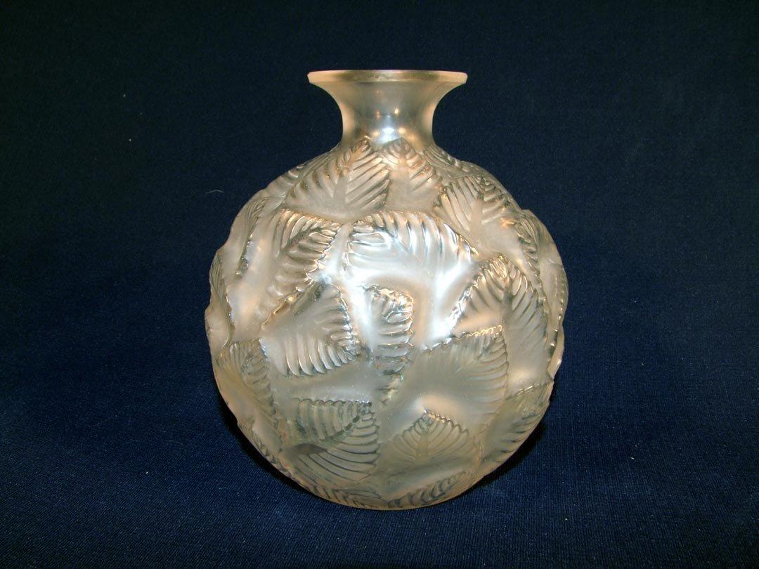 14: R. Lalique No. 984 Ormeaux Vase