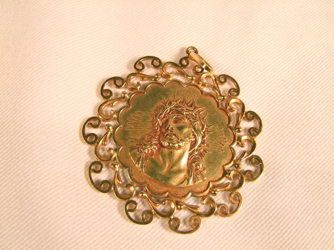 129: Gold Pendant, Image Of Christ