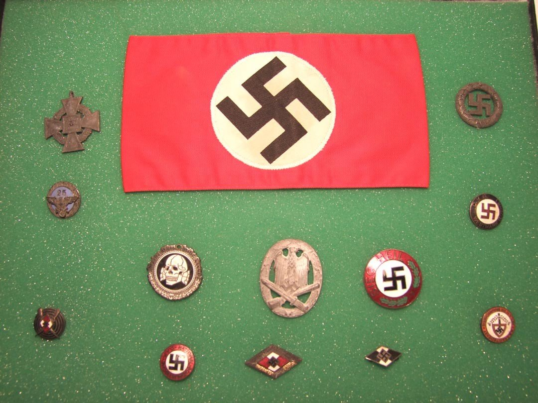 169: Nazi Arm Band And Pins