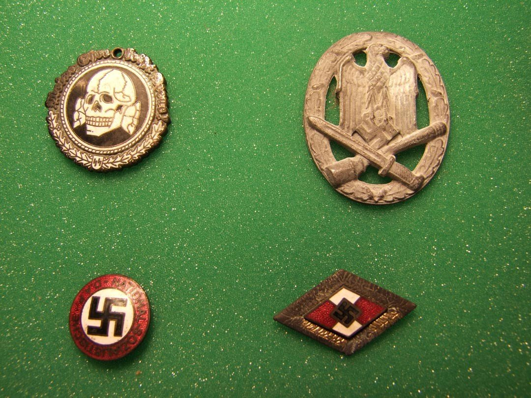 169: Nazi Arm Band And Pins - 5