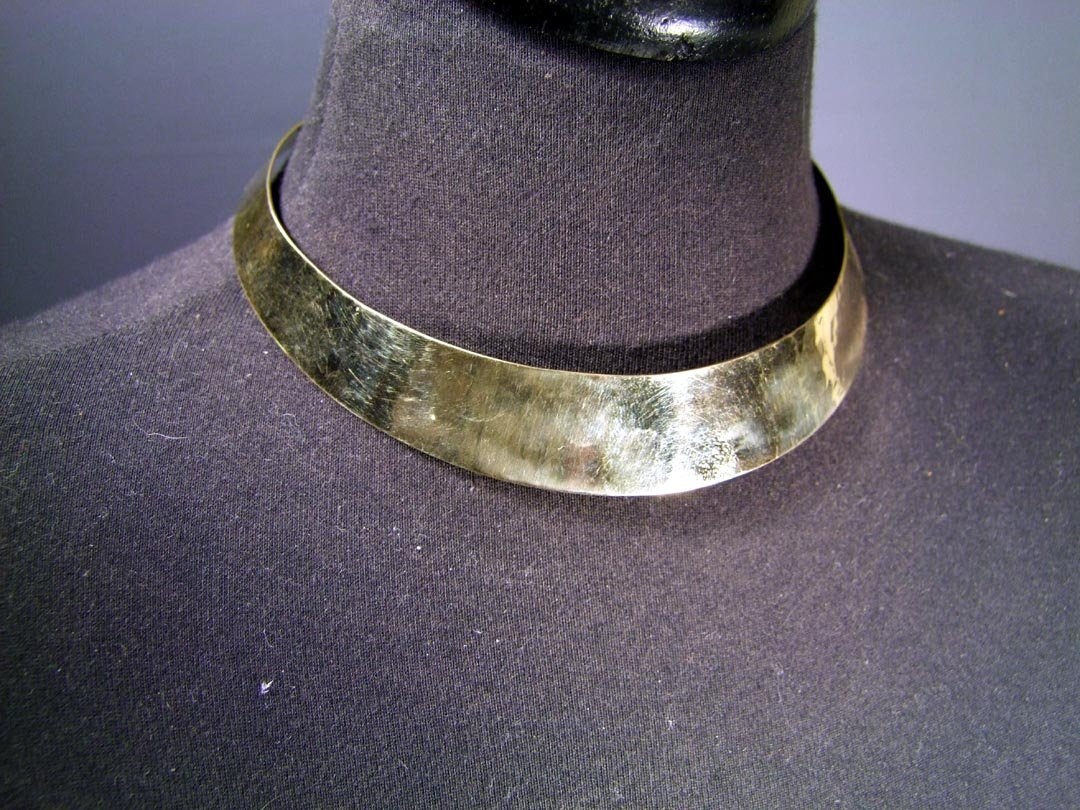 21: 18K Gold Collar Necklace