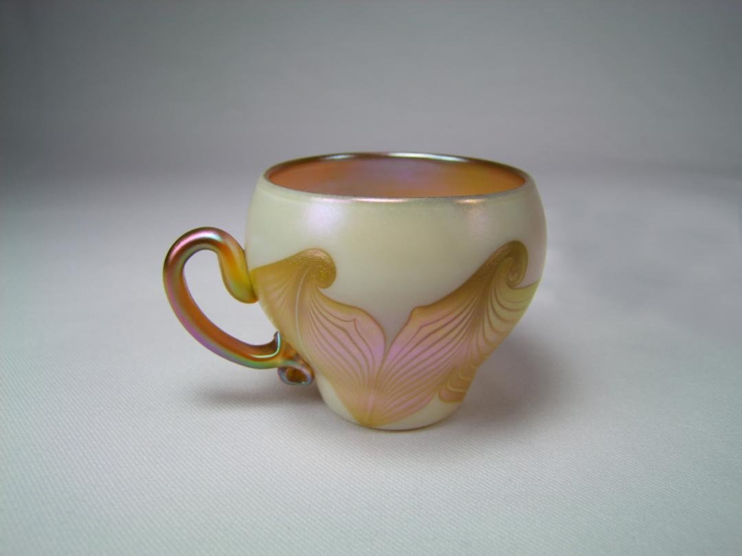 Quezal Hooked Feather Cup