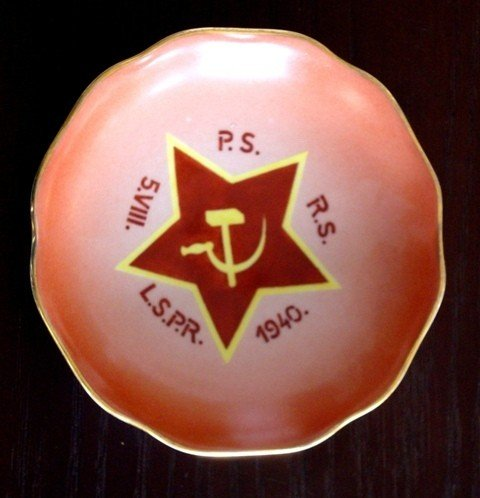 5: Decorated plate depicting Soviet Red Star, Hammer &
