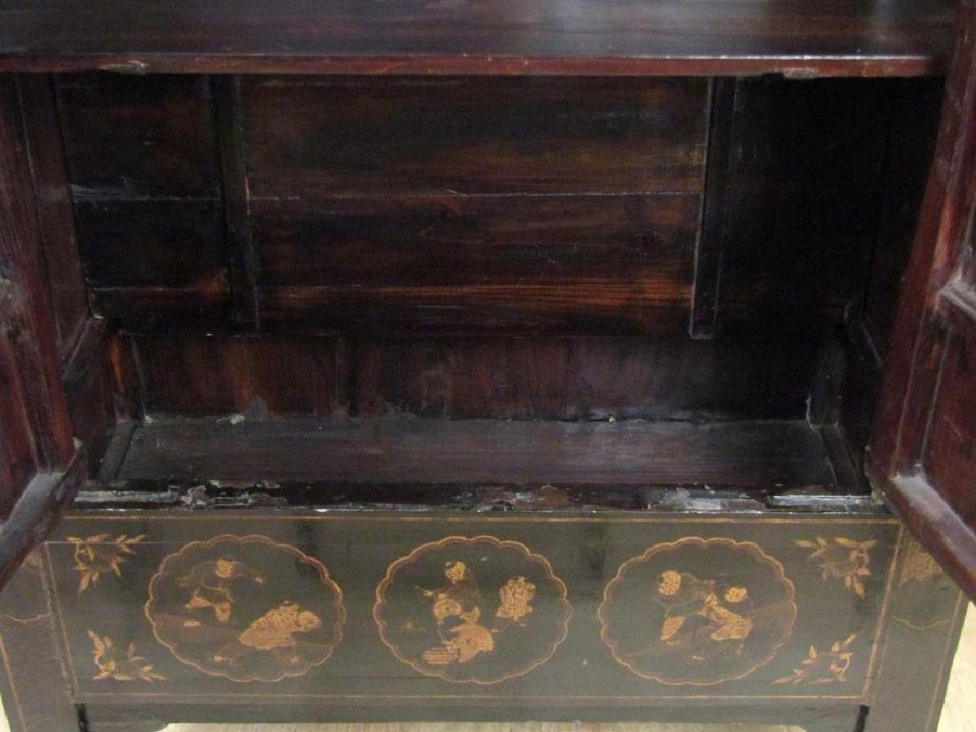 Small Chinese Lacquered Armoire - 3