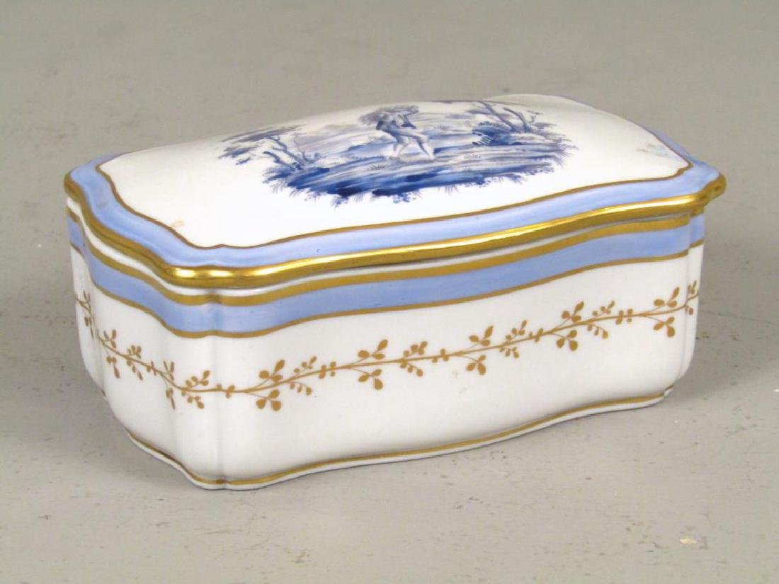 Small Richard Ginori Porcelain Box
