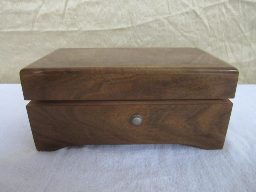 16: Swiss Mahogany Music Box