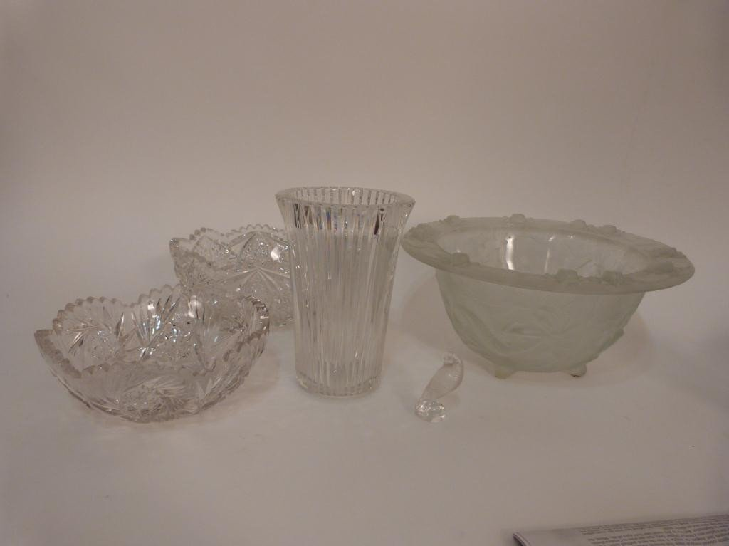 19: Assorted Crystal Articles - Small Lalique Bird etc