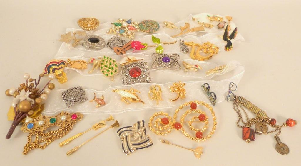 Costume Jewelry Lot - Brooches