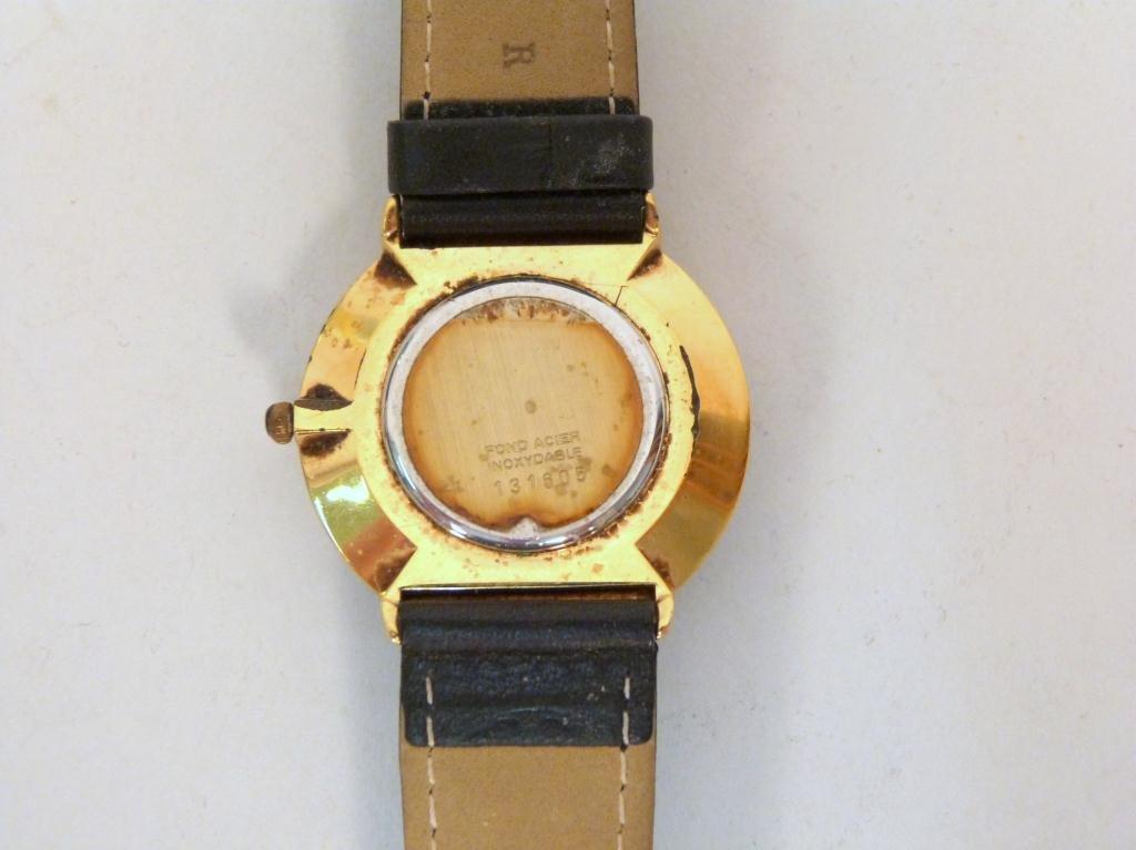 Vintage Saks Fifth Avenue Mans Wrist Watch - 3