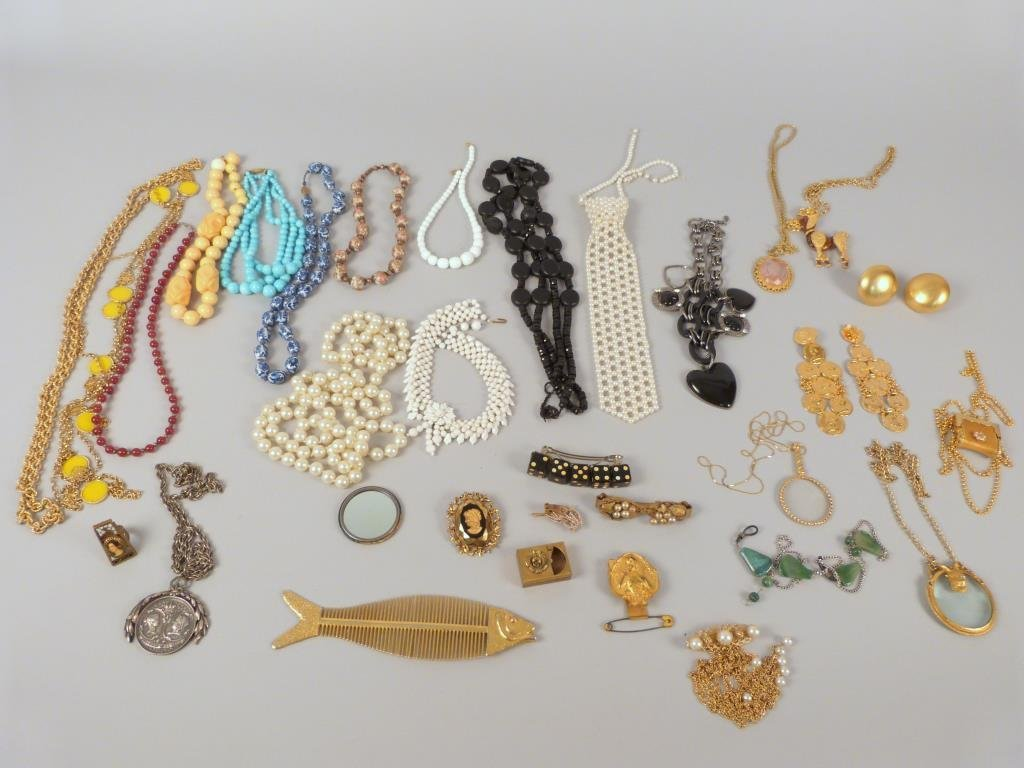 30+ Pieces of Assorted Costume Jewelry