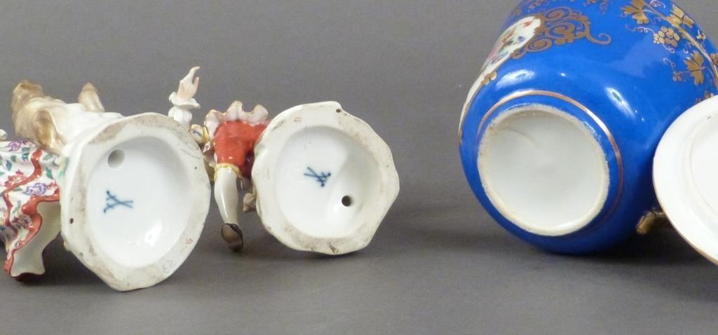 3 Porcelain Articles - 3