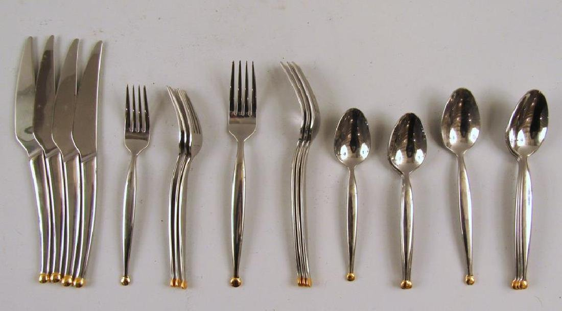 Pier 1 - 20 Piece Flatware Set