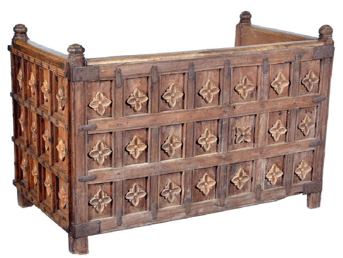 Spanish Colonial carved oak & fruitwood daybed - 3