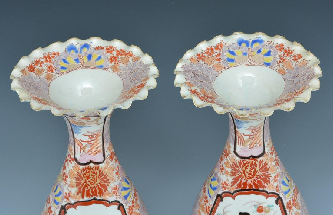Pair of Japanese porcelain vases - 2