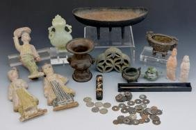 Group of Chinese decorative objects