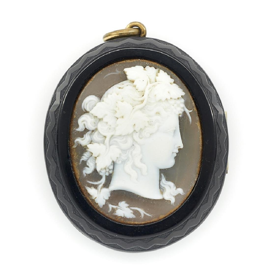 Victorian mourning locket with cameo
