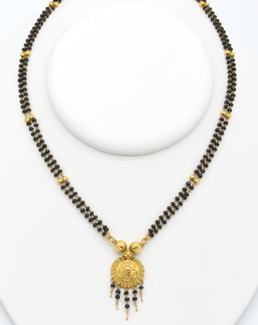 22k Yellow gold and black bead necklace