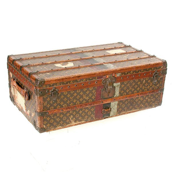 560: Louis Vuitton Trunk with Tray