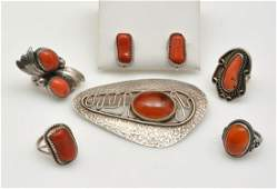 4 rings and one Orno brooch, incl. colored stones