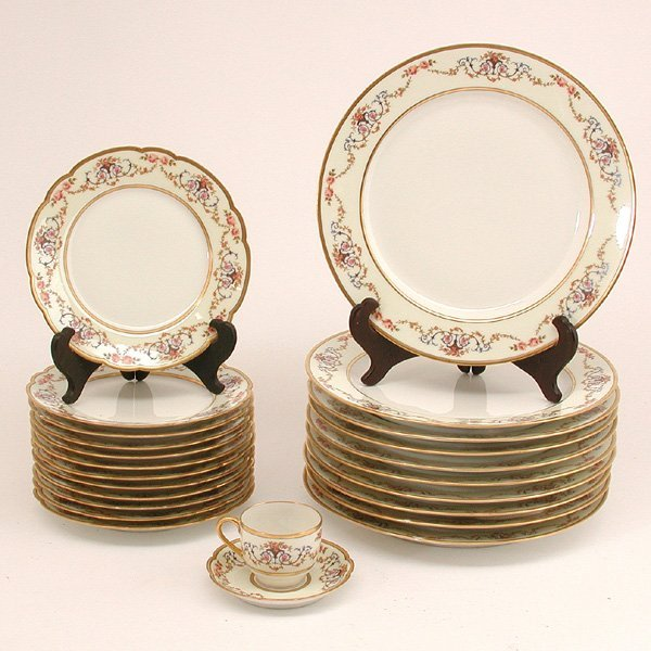 18: 24 Pcs. Haviland & Co. French Porcelain
