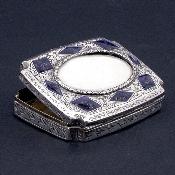 136: Sterling Silver Snuff Box with Lapis Decoration