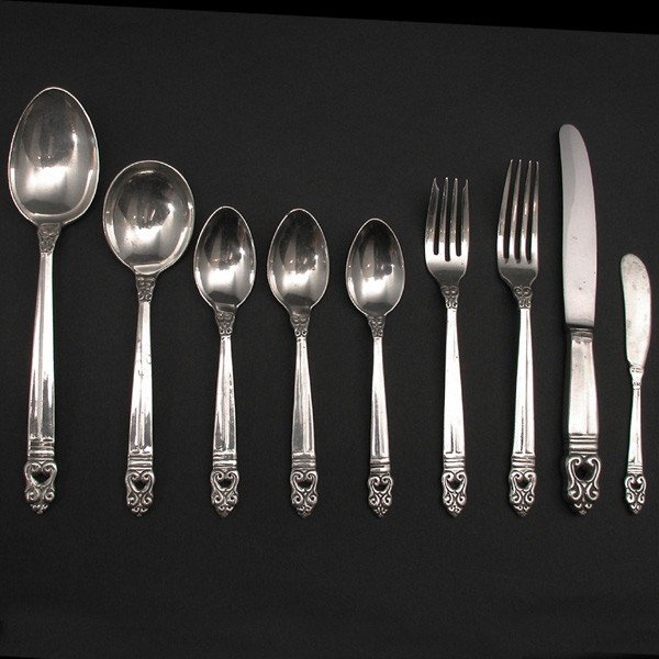 "142: 101 Piece Mexican Sterling Flatware, ""G Amaya V"""