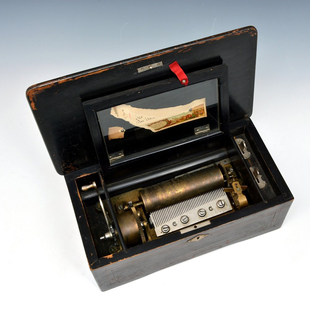 Swiss Music Box with 6 aires